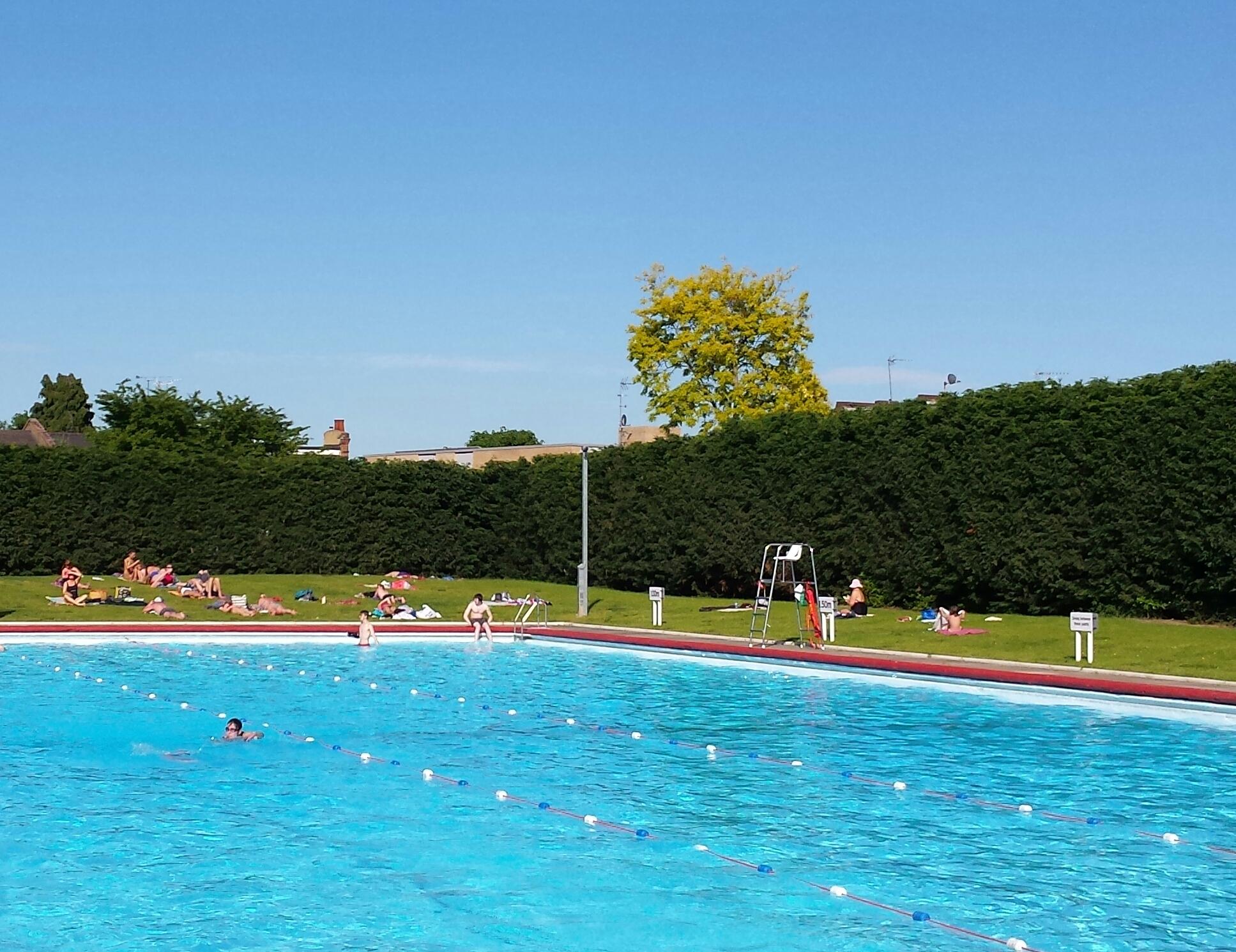 Park road lido london for Mounts swimming pool northampton